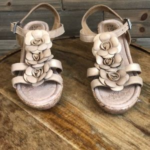 Born Wedge Sandal with Gold Flowers Size 7